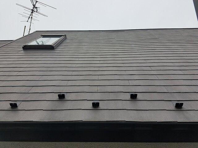 福岡市 中央区(急勾配屋根)棟包板金の取り替えと雪止め金具取付工事